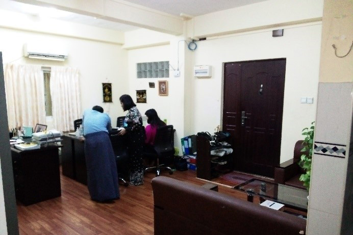 新オフィスの執務室