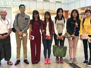 ヤンゴン空港での見送り