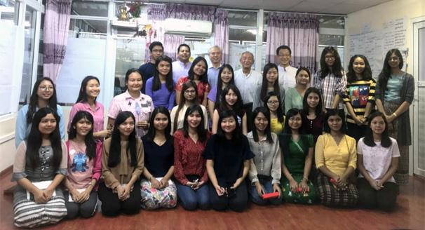 ミャンマー働楽の社員
